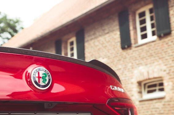 Alfa Romeo Giulia Quadrifoglio rot Schriftzug