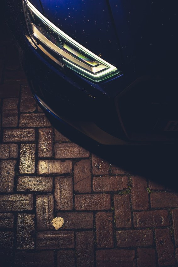 Matrix LED Scheinwerfer Steine blau Nacht
