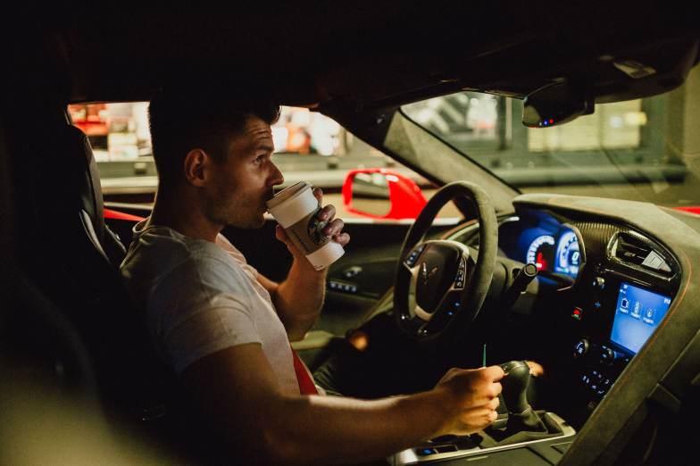 Starbucks Coffee Corvette Drive Through Mann Kaffee Lenkrad Auto