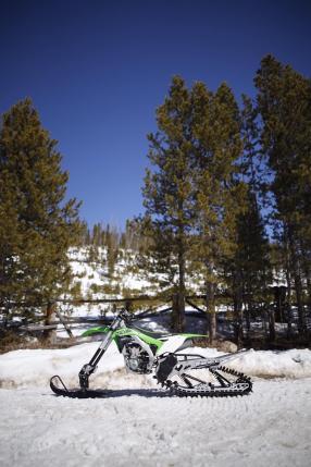 Kawasaki Snow Bike mit Timbersled ST 120 RAW Kit