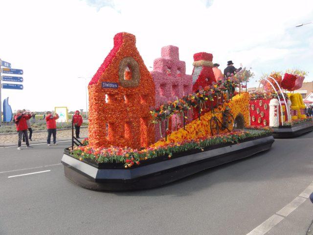 Flower parade Sixlaan Escorted Motorhome Tour Springtime in Holland 2017