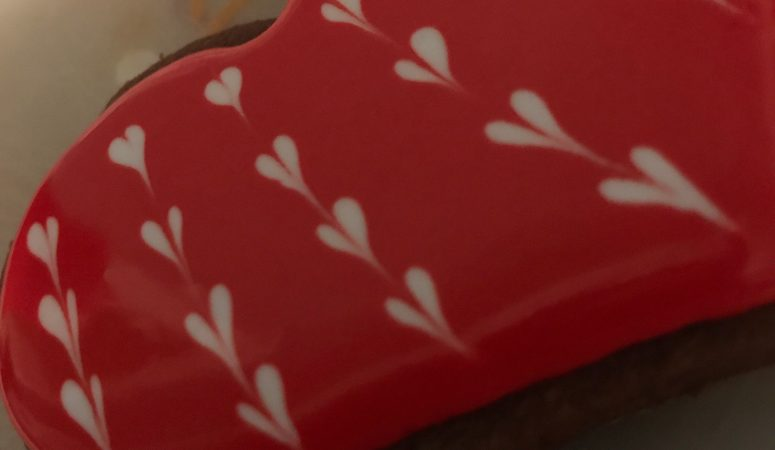 How to Make Wet on Wet Royal Icing Hearts