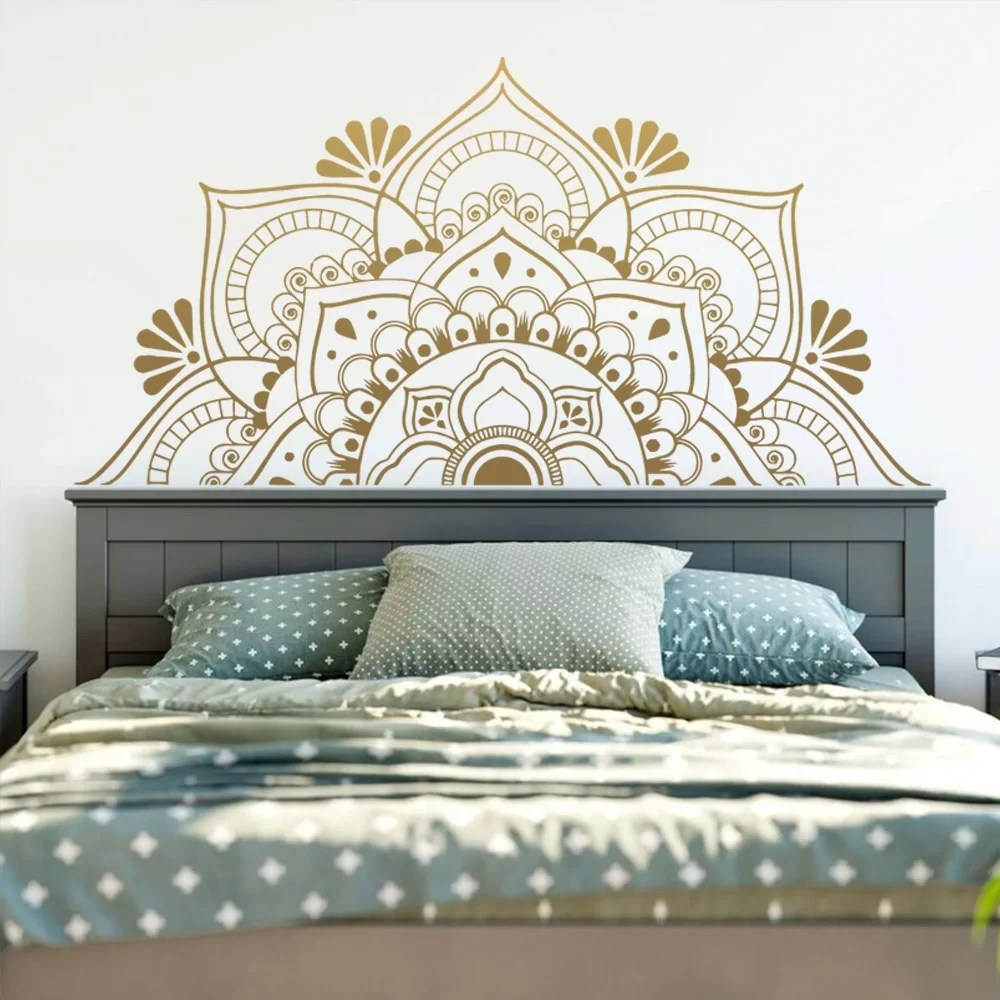stickers muraux mandala dore pour tete de lit geant