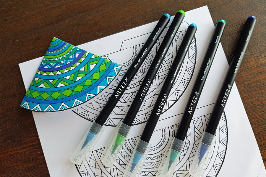 Colouring with Arteza real brush pens