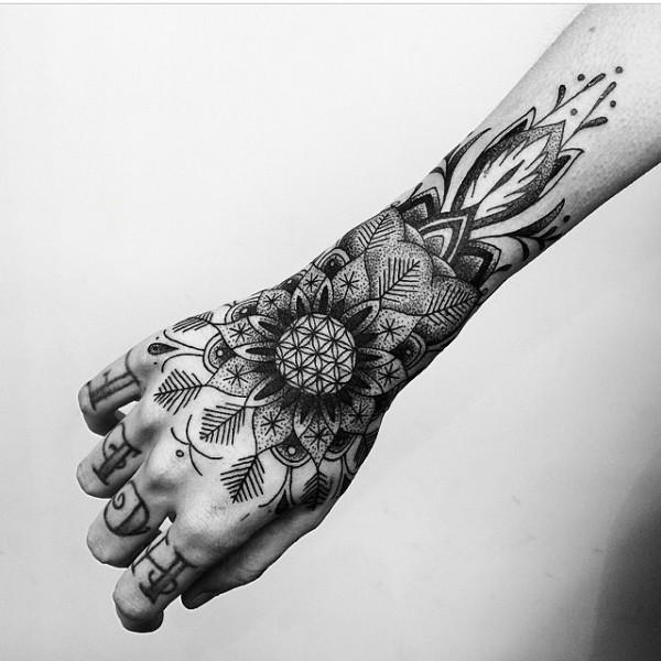 Tatuajes Mandalas Hombre En Mano Pequeño Tatuajes