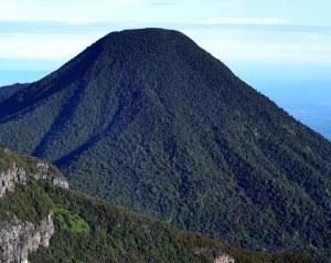 gunung pangrango tampak dari puncak gede