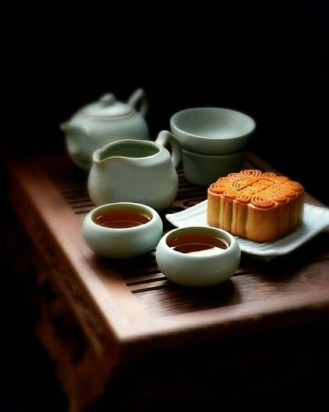 月饼和茶 Moon Cake and Tea