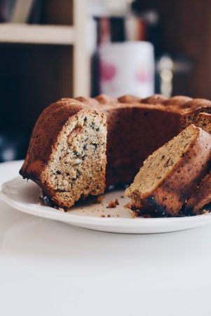 Tahini & dates cake
