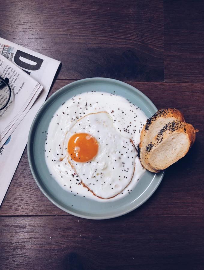 Eggs in yogurt