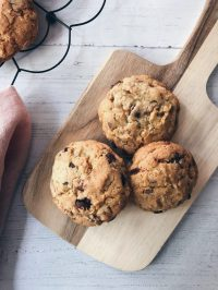 Walnut and chocolate chips cookies