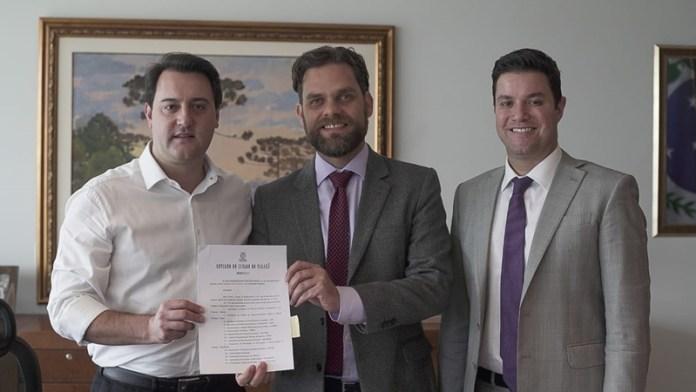 Assinatura do decreto que reformula o Conciclo.