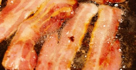 'Vast majority' of bacon contains cancer-causing chemicals - MTG UK