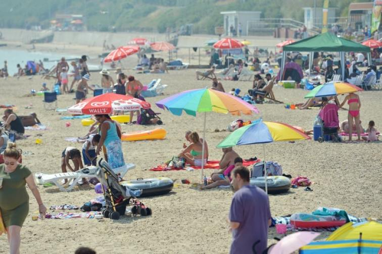 Increasing health risks from heatwaves as climate changes, experts warn - MTG UK