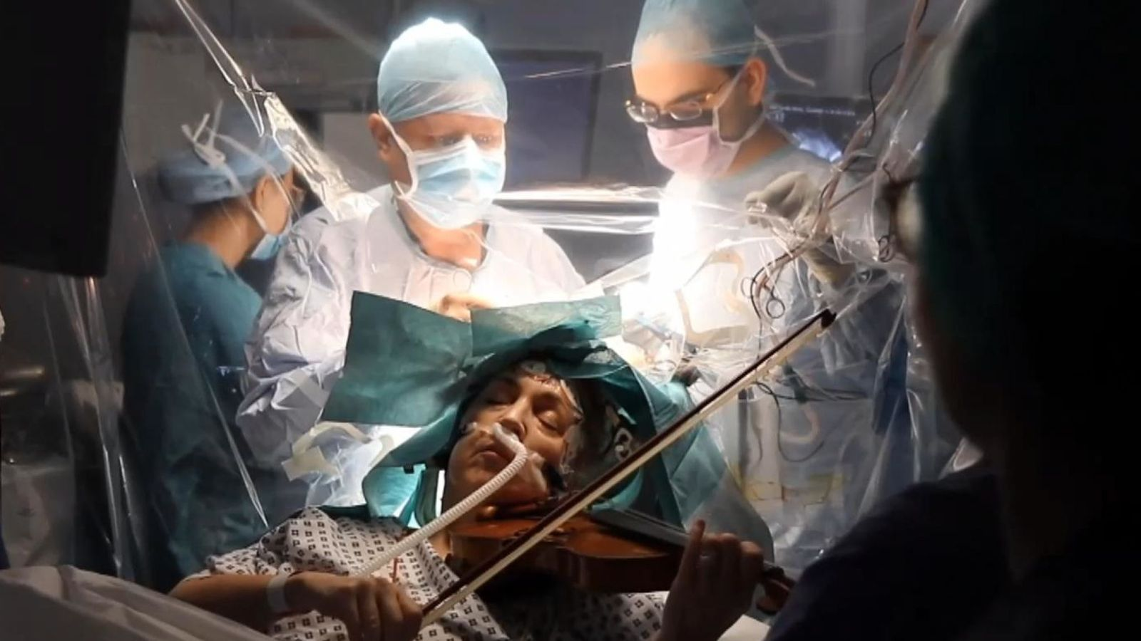 Woman plays violin while surgeons remove tumour from her brain - The Mandatory Training UK -