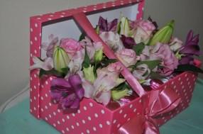 Speciality polka-dot flower box