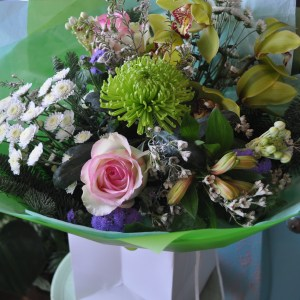 Luxury Mother's Day Hand-tied Flowers in Water