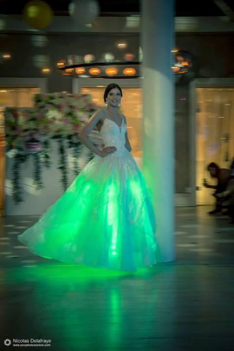 LED-es menyasszonyi ruha bemutató