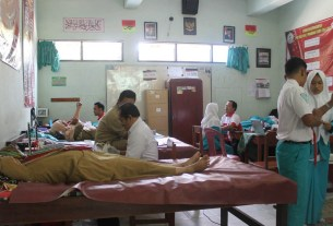 Donor Darah PMR Wira MAN 2 Ponorogo.