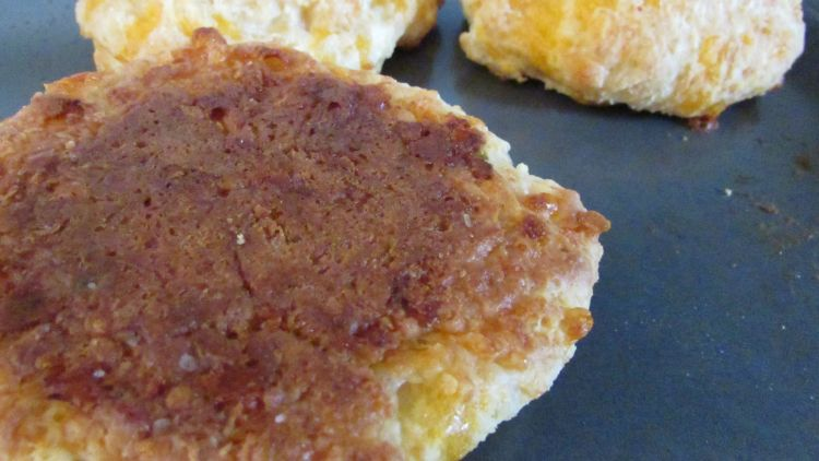 crusty-cheese-biscuit