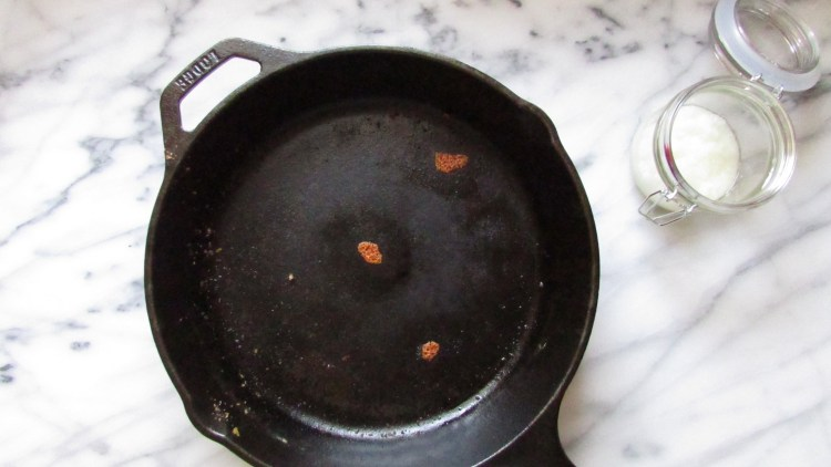 dirty-cast-iron-skillet