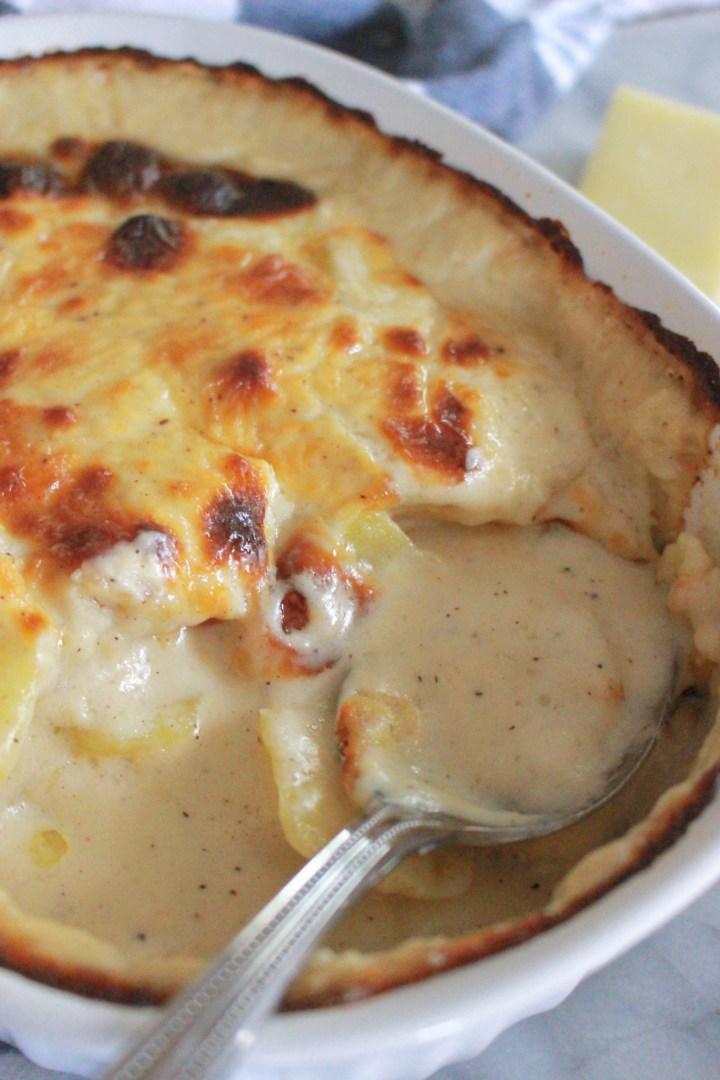 Creamy Cheddar Au Gratin Potatoes
