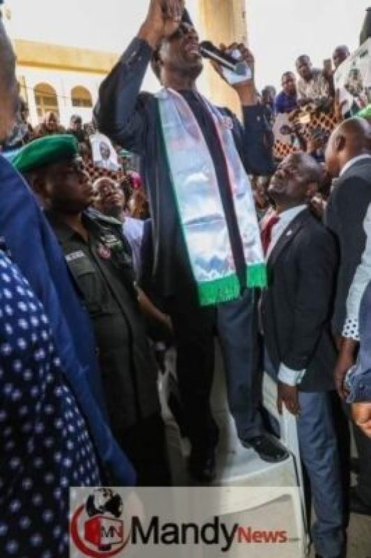 8457881_fbimg1546978199239_jpeg438c936ddec28ba432639c94bccaf95b Osinbajo Pictured Campaigning While Standing On A Chair