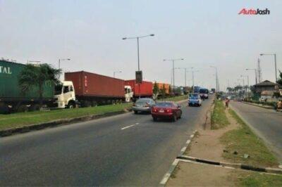 449d43c2 55ad 4ce6 a6f0 476b4fd2665c1304042093 - More Photos Of The Return Of Parked Trucks On Bridges In Lagos