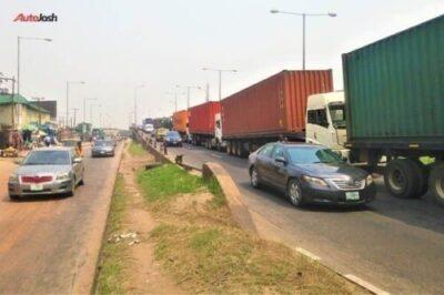 54b2261f 4705 4806 96eb 5f64f4f60a97401710825 - More Photos Of The Return Of Parked Trucks On Bridges In Lagos