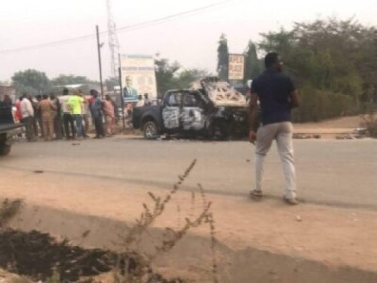 8721162_cla3_jpg9891dd990f8f7931a94bc7471f473ffb66414957 Peter Obi Escapes Death As APC And PDP Clash In Abuja Today (Photos)