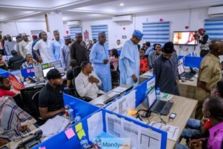 D0RoTCRX0AYq2Bb-1024x683 President Buhari Visits APC Situation Room In Abuja (Pictures)