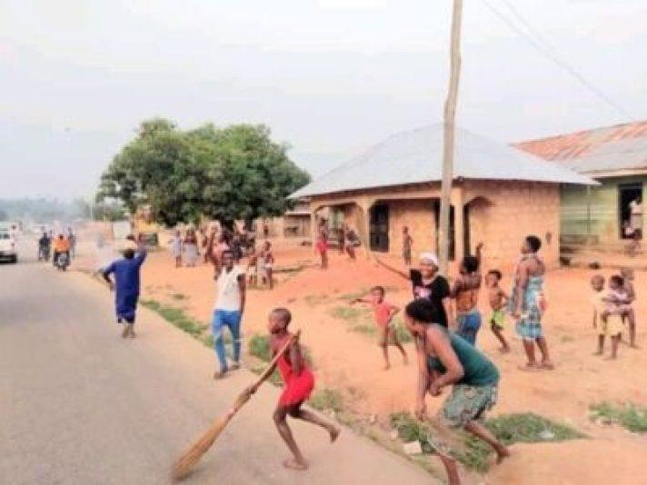FB_IMG_15510208498096962 Ovia Rejoice, As Hon. Dennis Idahosa Wins Omosede Igbenedion (Photos)