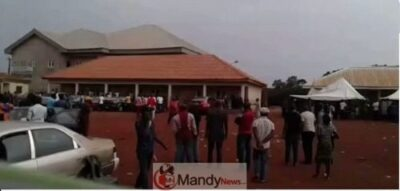 K43pHNzMkr5 EqR0 - Soldiers Chase Voters Away In Enugu State During The Announcement Of Results