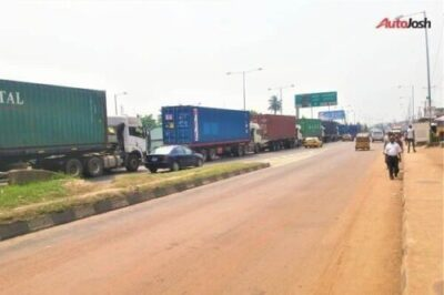 cea669ee 7764 4813 a4b9 2ce54735eea680610853 - More Photos Of The Return Of Parked Trucks On Bridges In Lagos