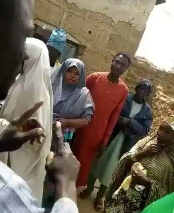 rJBIbCKx-EKO7WQX-352x430 APC Caught Sharing Money To Northerners To Vote (Video)