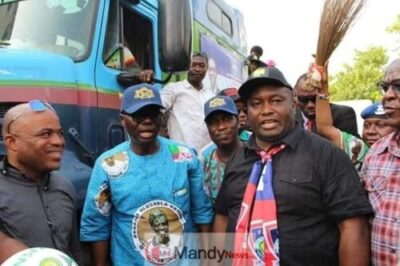 8932117 5446246726204877446330237266509328192897024n jpge317e73f3b918be3915e74ef0029e5b3 - Ifeanyi Uba Takes Sanwo-Olu On Campaign Tour In Lagos (Photos)