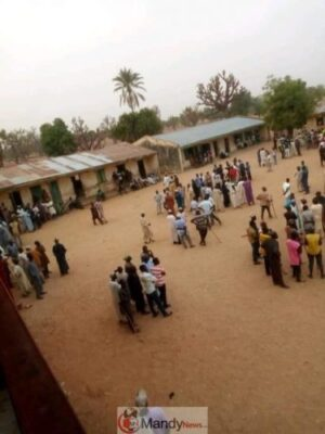 D2U  xlWkAEO 4X - Kano Elections: People On The Run As Thugs Disrupt Polls (Photos,Video)