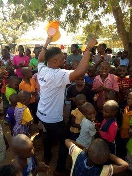 D2qLwO3XQAAudEg - Over 150 Children Stranded As FCDA Demolished Orphanage Home In Abuja (Video)