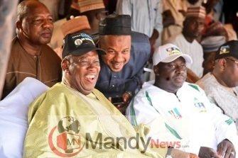 d2ctjdqwsaaqhnm 335x223 - INEC Declares APC's Ganduje Winner of Kano Rerun Election