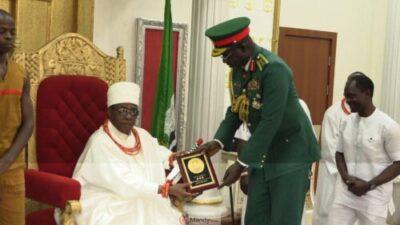 Chief Of Army Staff Lt Gen Tukur Buratai Visits Oba Of Benin 1024x576 - Chief Of Army Staff, Lt Gen Tukur Buratai Visits Oba Of Benin (Photos)
