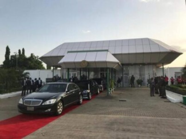 9327055_return2_jpeg26a75272955565dd168af7a4d28d0572 President Buhari Returns After Non-public Go to To London
