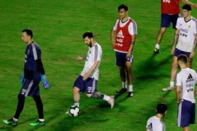977610-01-05 Lionel Messi And Argentina Train Before Copa America Opener (Photos, Video)