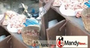Spray-meat-with-insecticide-696x374-300x161 Video Of Meat Seller Spraying Meat With Insecticide Goes Viral