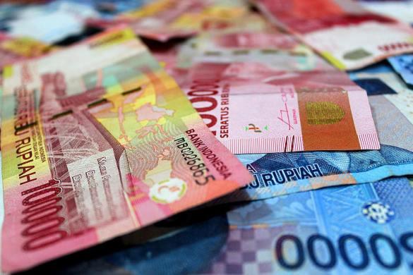 La rupia indonesia llega a su punto más bajo en cuatro meses después de que BI dice que está listo para intervenir