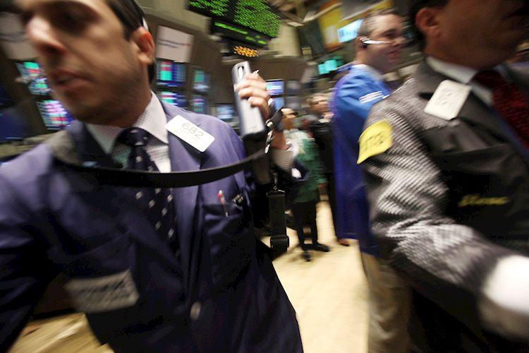 La compra de bonos lleva al S&P 500 a un nuevo récord