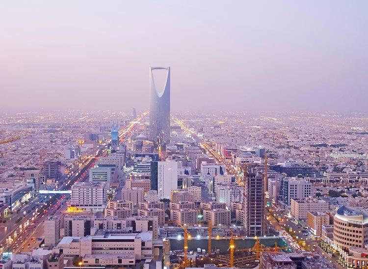 Arabia Saudita suministrará volúmenes completos de crudo de julio a compradores asiáticos