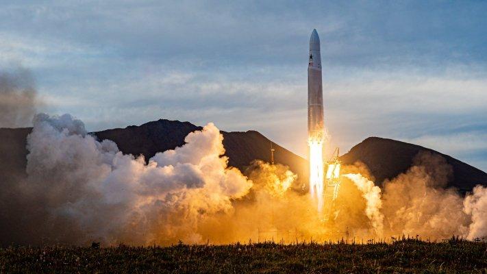 Astra adquirirá la empresa de propulsión eléctrica en el espacio Apollo Fusion