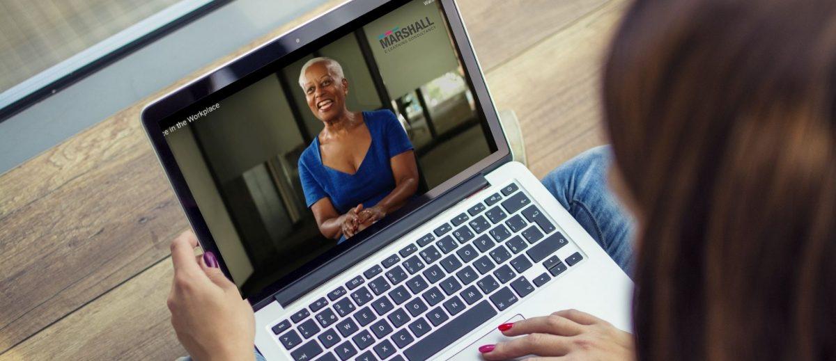 El compromiso con el aprendizaje en línea crece a medida que más juntas se inscriben en Marshall E-Learning