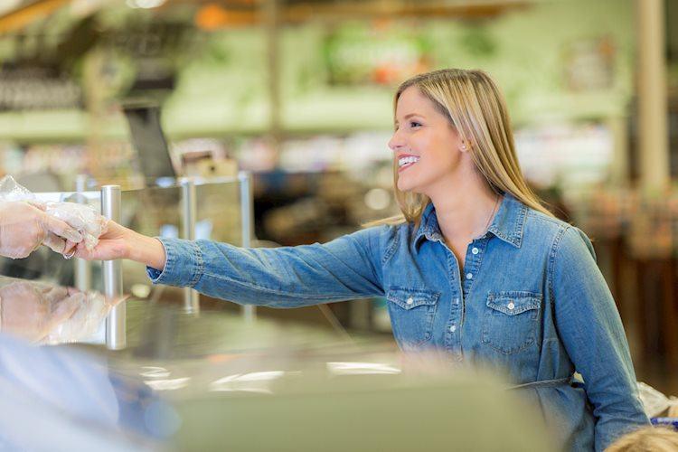 El índice de confianza del consumidor mejora a 86,4 en junio frente a los 84 esperados