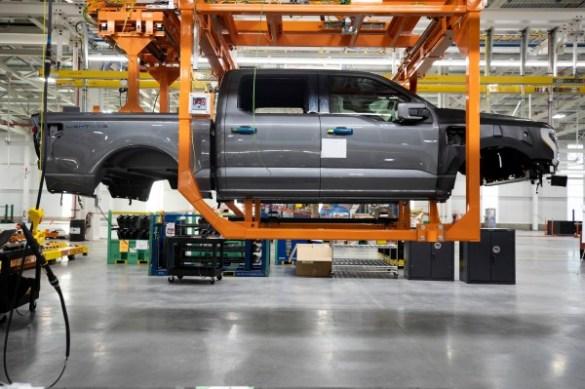 Ford aumenta el gasto para aumentar la capacidad de producción de su camión eléctrico Lightning F-150 - TechCrunch