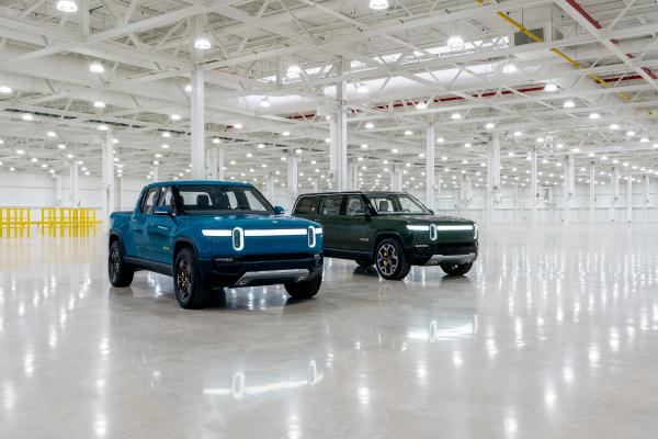 La primera camioneta pickup eléctrica R1T de Rivian sale de la línea – TechCrunch